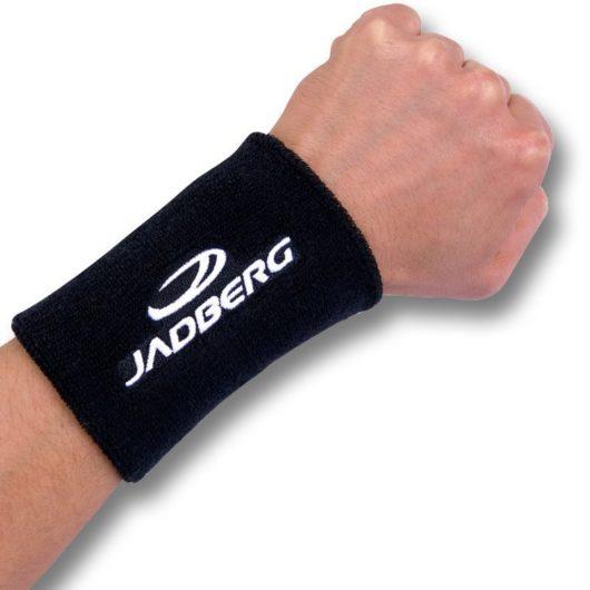 Handgelenkschweißband von Jadberg in schwarz mit weißer Schrift